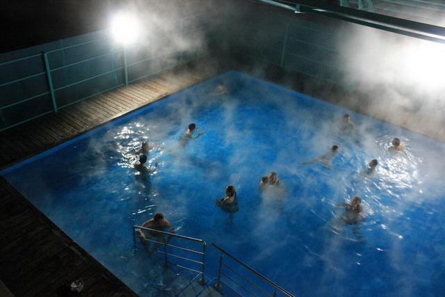 Горячий открытый бассейн с целебной водой в Ильинке, в часе езды от Улан-Удэ.